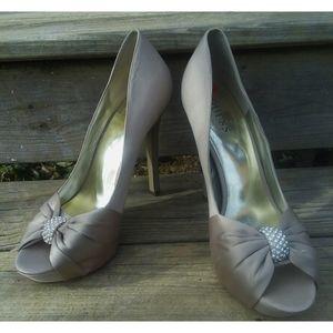NWT Guess heels